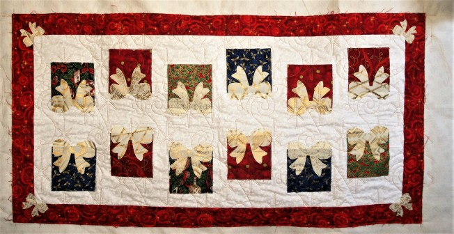 Christmas Present Tablerunner