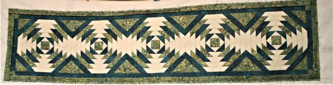 Teal Pineapple Tablerunner (front)
