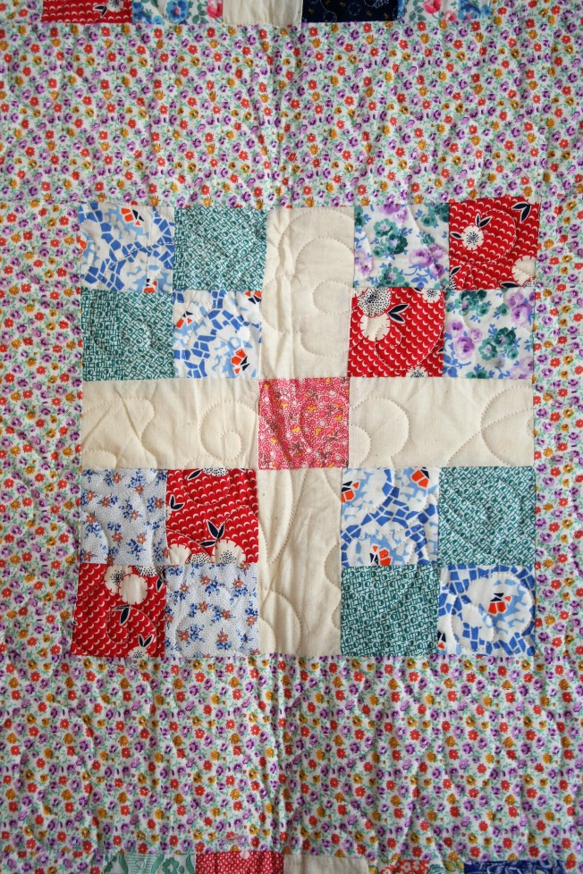Antique Daisy Quilt (close up)
